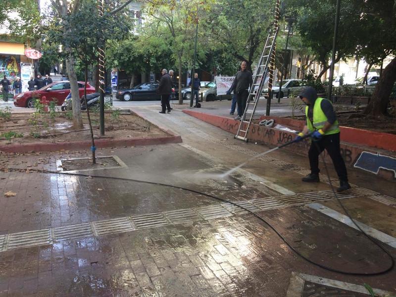 Συνεργεία του Δήμου Αθηναίων καθάρισε την πλατεία των Εξαρχείων