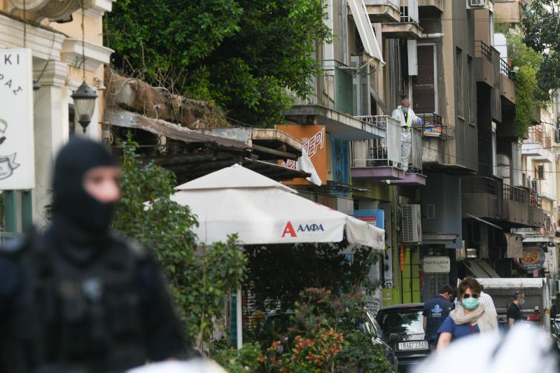 Αστυνομικές δυνάμεις στο υπό κατάληψη κτίριο στα Εξάρχεια