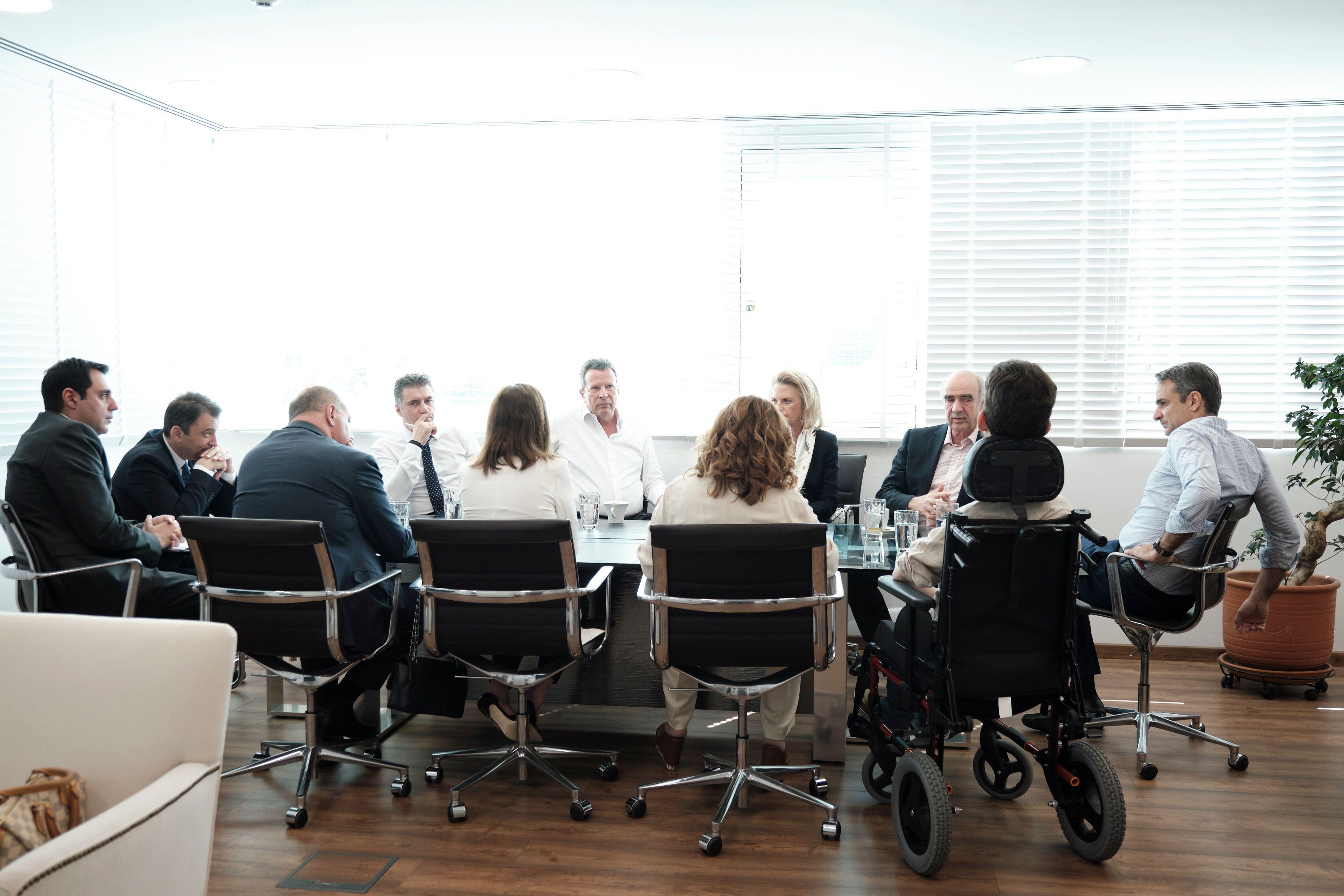 Oι 8 Ευρωβουλευτές της ΝΔ με τον Κυριάκο Μητσοτάκη