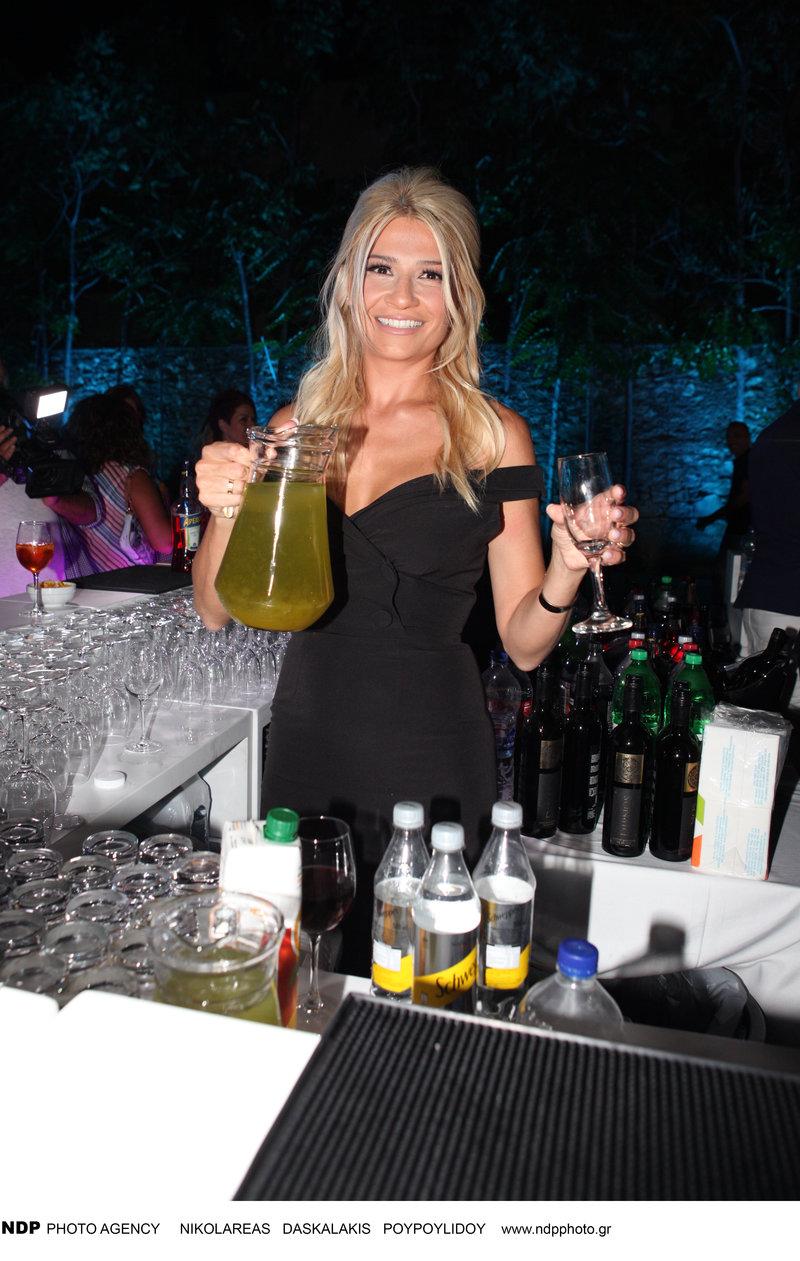 φαίη σκορδά barwoman