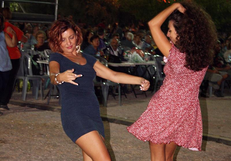 Πλήθος κόσμου χόρευε επί ώρες στο 45ο Φεστιβάλ της ΚΝΕ / Φωτογραφία: Μανώλης Νταλούκας