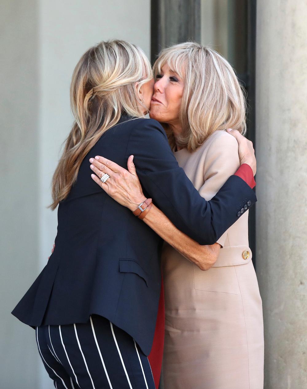 Οι δύο γυναίκες είχαν έναν θερμό εναγκαλισμό κατά την συνάντησή τους