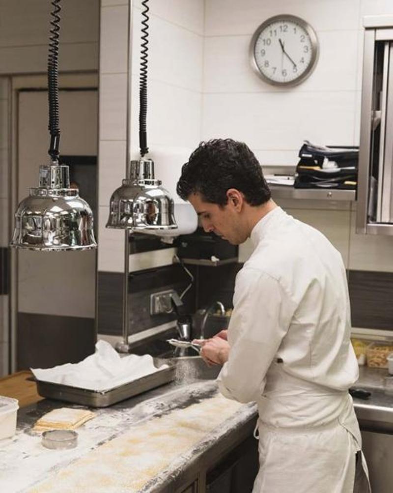 ΟΦίλιππος Χρονόπουλος στην κουζίνα του εστιατορίου du Palais Royal