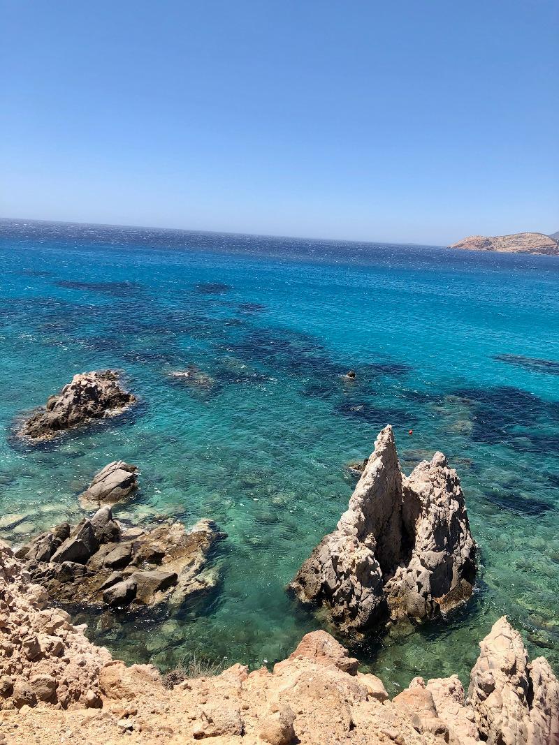 Ανήκει στις πιο όμορφες και ξεχωριστές παραλίες της Μήλου.