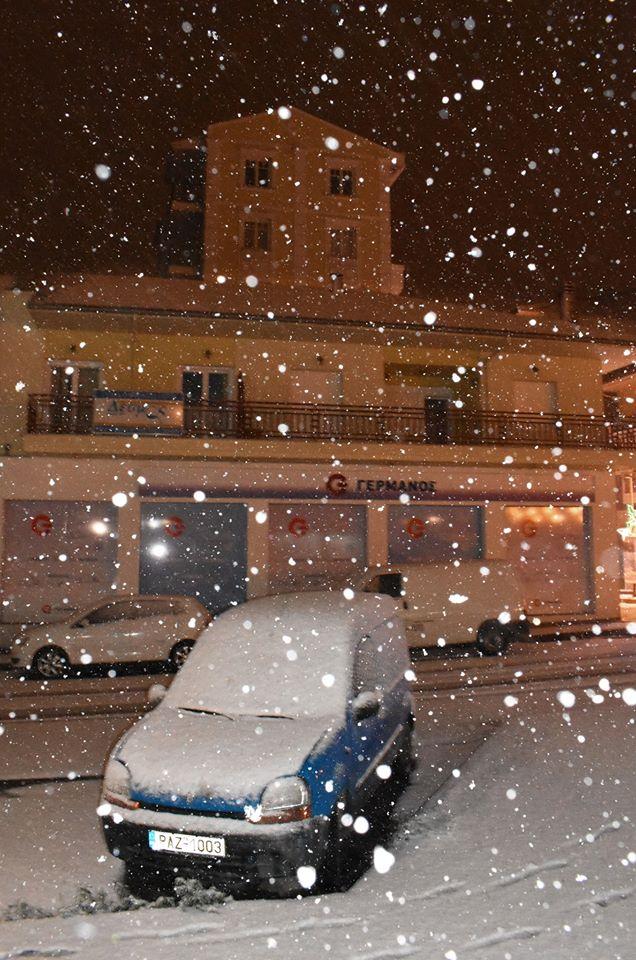 Αυτοκίνητο καλυμμένο με χιόνι