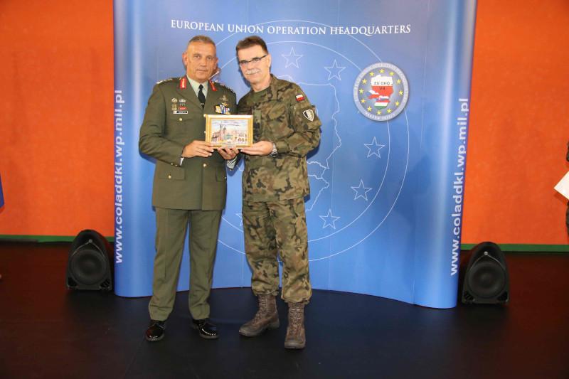 Ο νέος αρχηγός ΓΕΕΘΑ Κωνσταντίνος Φλώρος (αριστερά) / Φωτογραφία: Eurokinissi
