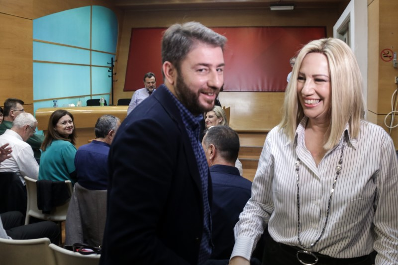 Χαμογελαστοί Νίκος Ανδρουλάκης και Φώφη Γεννηματά πριν τη συνεδρίαση