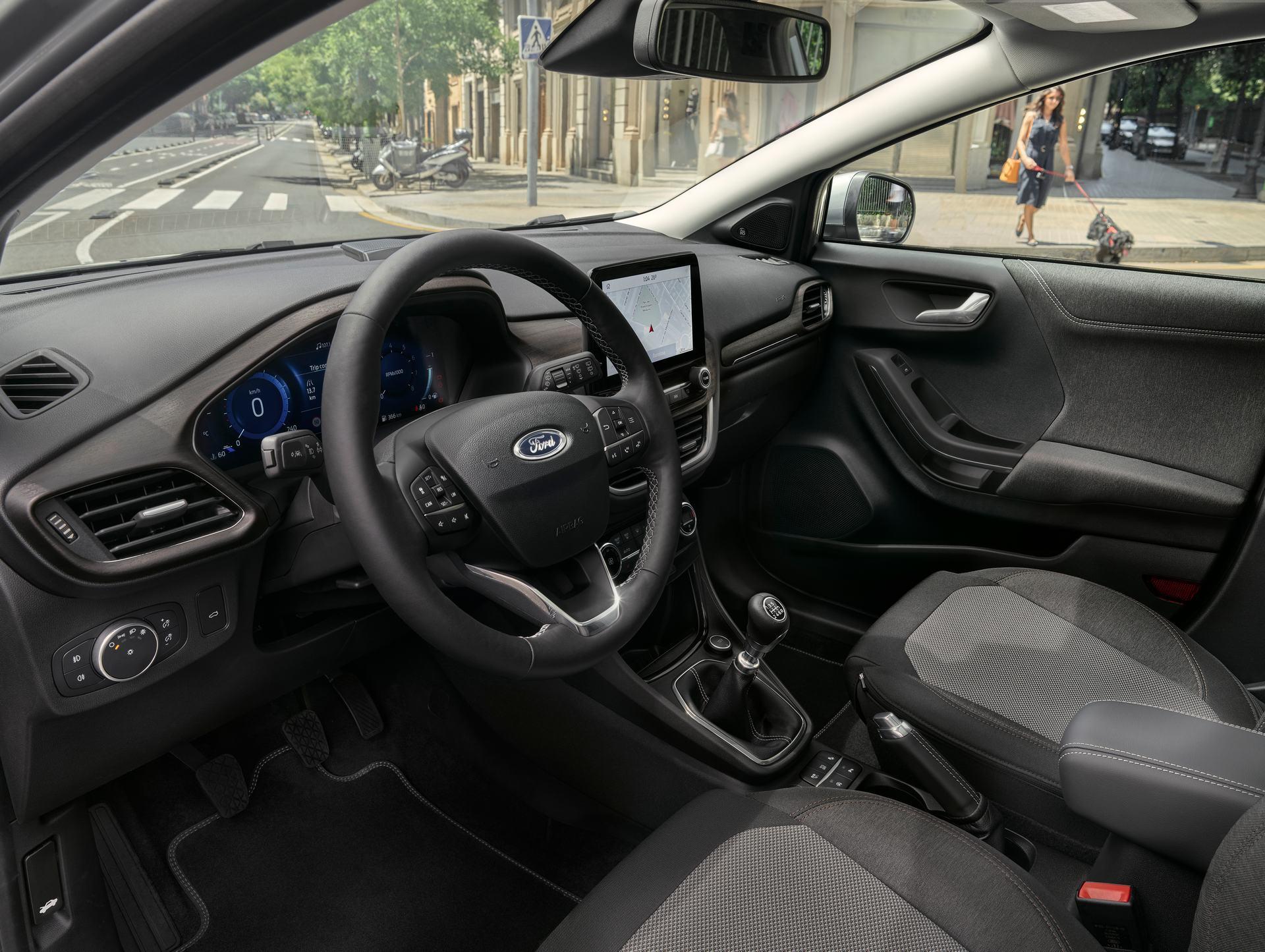 Προηγμένες στάνταρ τεχνολογίες βοηθούν οδηγό και επιβάτες να παραμένουν συνδεδεμένοι κατά τη διάρκεια του ταξιδιού.