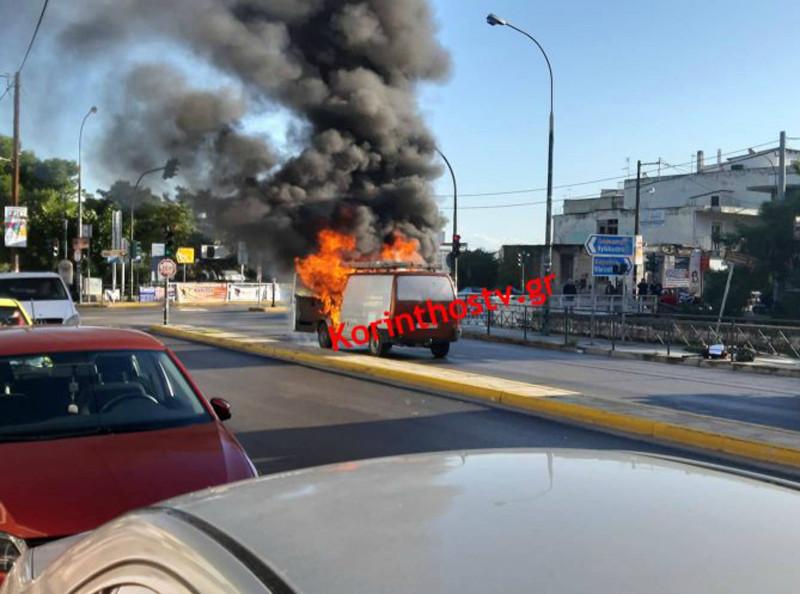Φορτηγό πήρε φωτιά εν κινήσει
