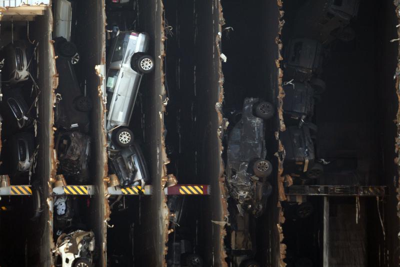 Το φορτηγό πλοίο μετέφερε πάνω από 4.200 αυτοκίνητα στο εσωτερικό του