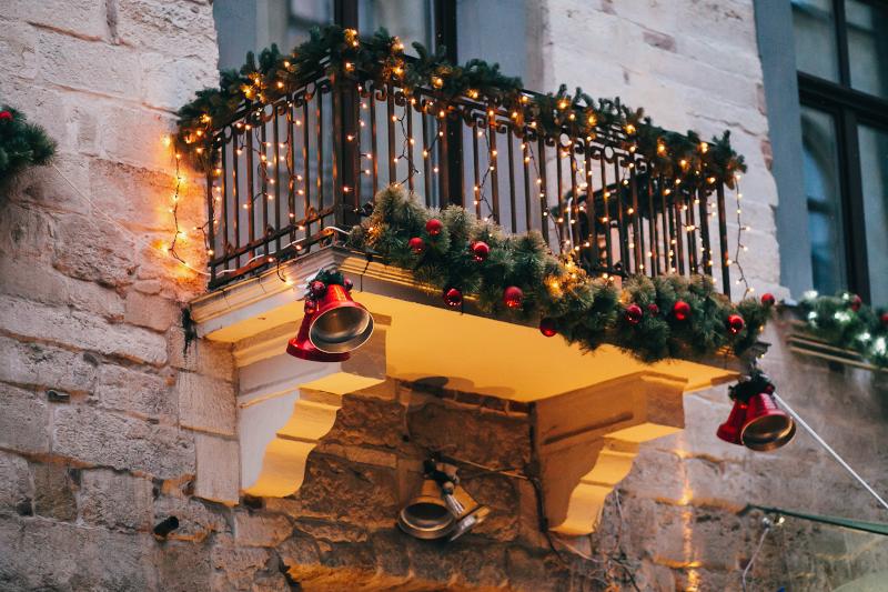 Στολισμένο μπαλκόνι με φωτάκια