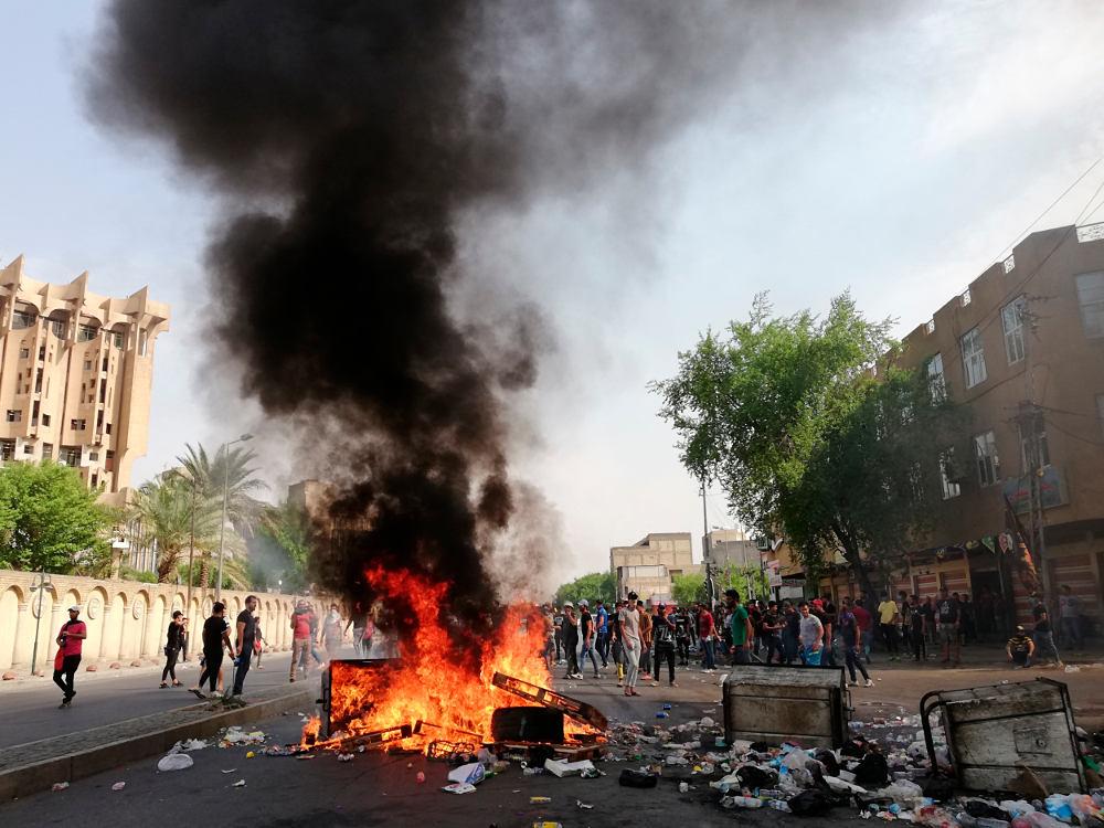 Συγκρούσεις και αναταραχές σε όλο το Ιράκ για τρίτη συνεχόμενη ημέρα