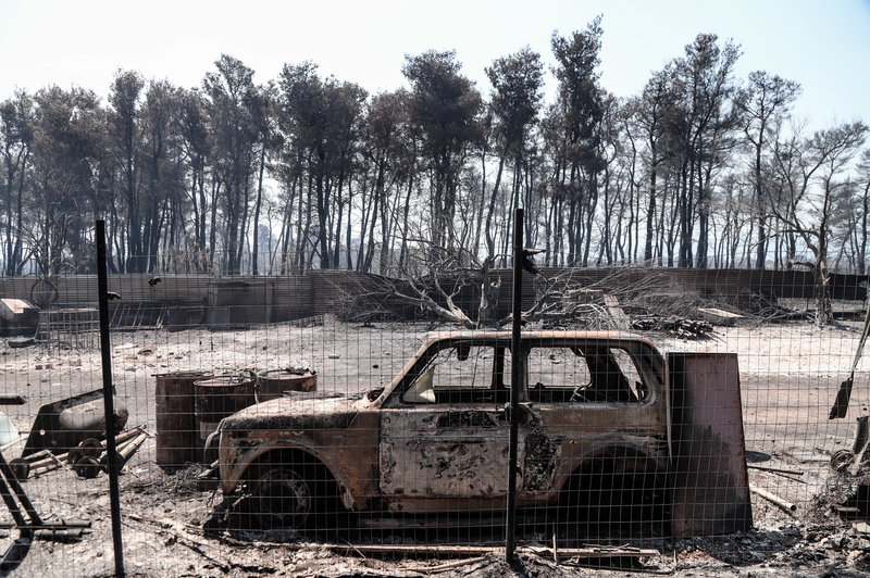 Καμμένα ΙΧ από την πυρκαγιά στη Εύβοια