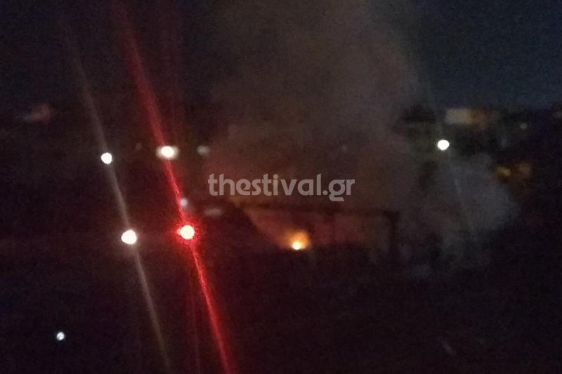 Στιγμές μετά την εκδήλωση της φωτιάς στο βαγόνι του ΟΣΕ