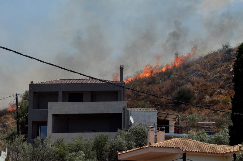 Μεγάλη πυρκαγιά στο Ναύπλιο