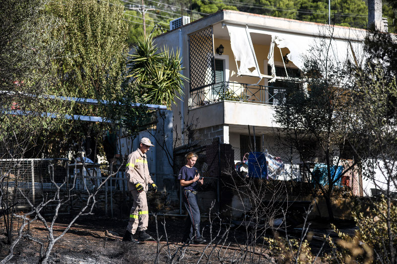 Σπίτια έχουν υποστεί ζημιές αλλά ευτυχώς απέφυγαν την καταστροφή