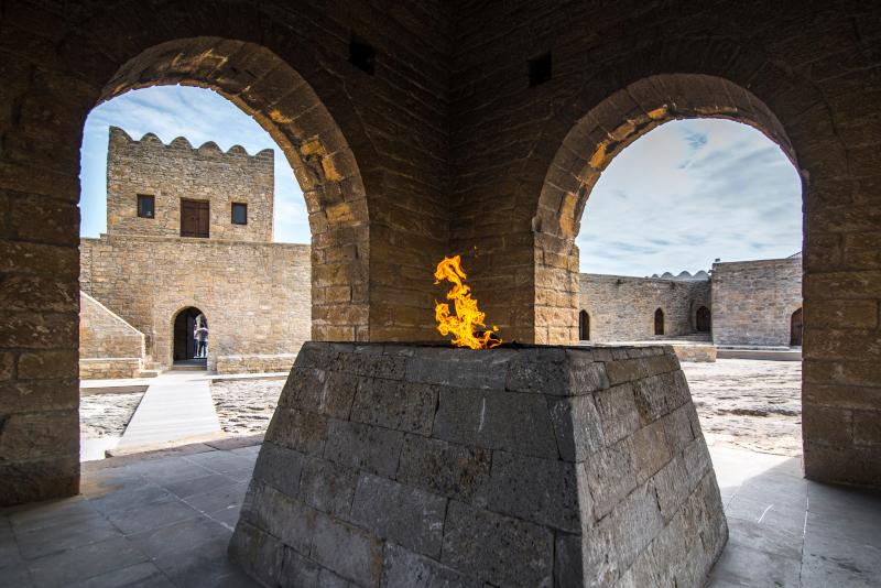 Ο βωμός με τη φωτιά στον ναό Ateshgah