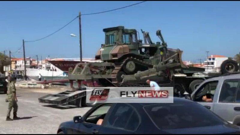 Ερπυστριοφόρο του στρατού αποβιβάζεται στην Ελαφόνησο