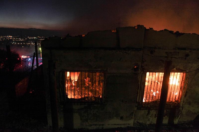 Το σπίτι καίγεται