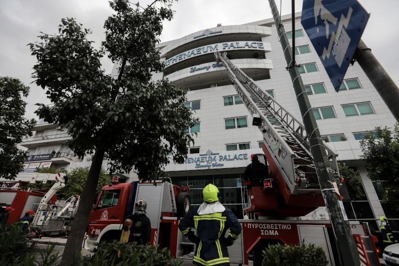 Φωτιά σε ξενοδοχείο στη Συγγρού -Απεγκλωβίστηκαν 5 άτομα [εικόνες]