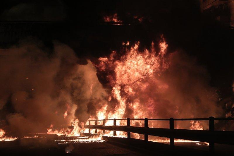 Φωτιές στον δρόμο
