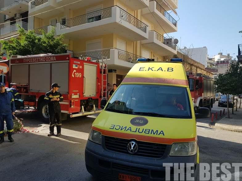 Ασθενοφόρο του ΕΚΑΒ και όχημα της πυροσβεστικής στο κέντρο της Πάτρας