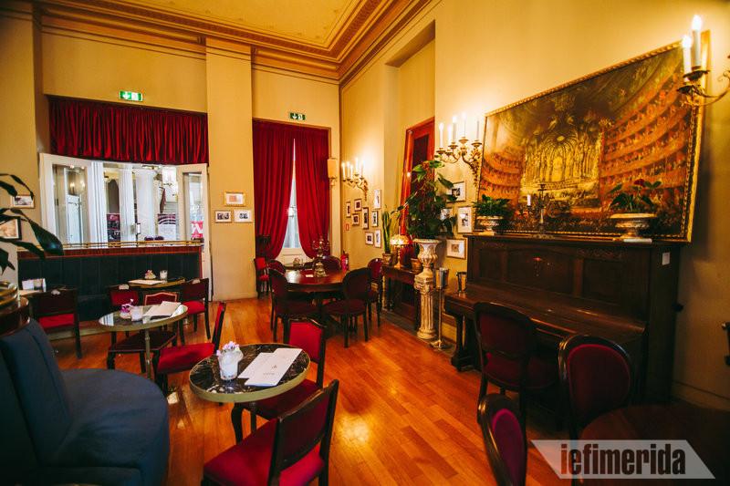 Το πιάνο του Foyer Café Bistrot