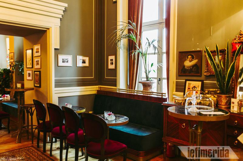 Καναπές του Foyer Café Bistrot
