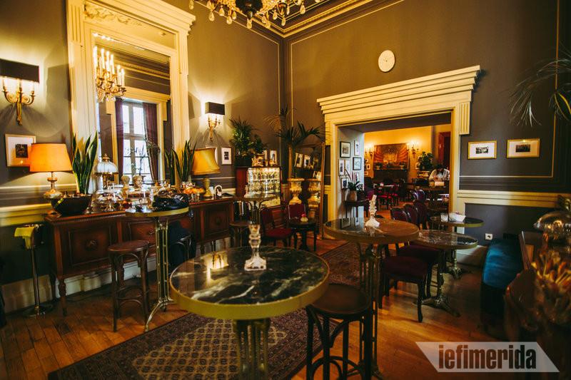 Foyer Café Bistrot το εσωτερικό του