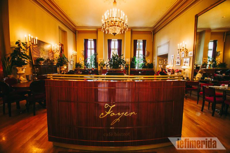 Η ρεσεψιόν του Foyer Café Bistrot