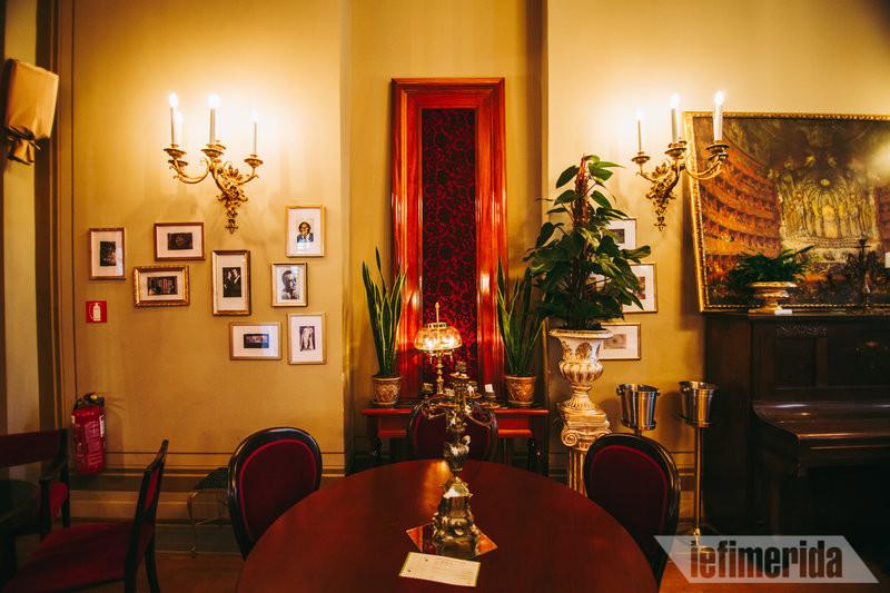 Εντυπωσιακή διακόσμηση του Foyer Café Bistrot