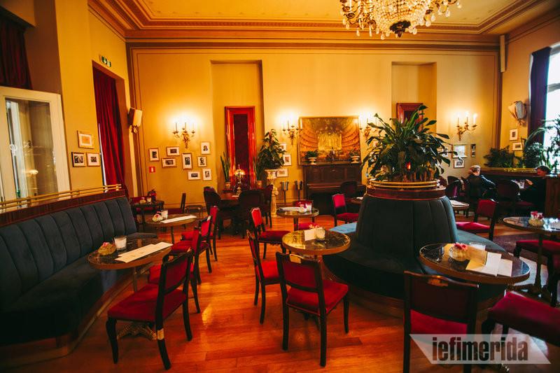Η σάλα του Foyer Café Bistrot