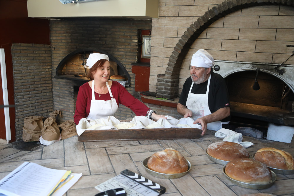 Ο Λευτέρης και η Κανέλλα, οι φουρνάρηδες του «Καφέ της Χαράς»