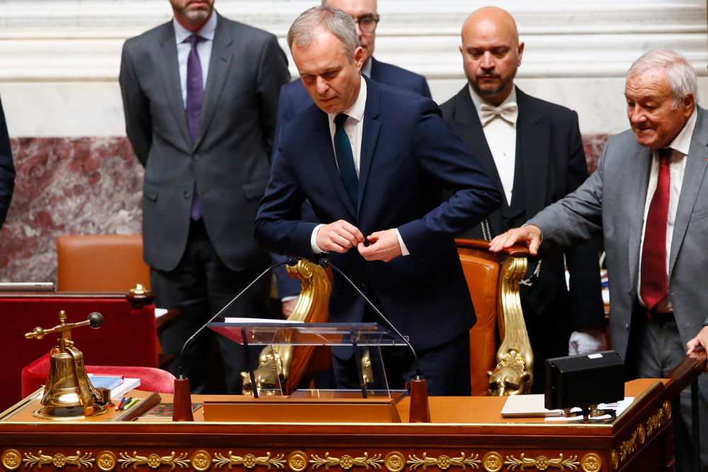 Ο Φρανσουά ντε Ρουζί αναλαμβάνει τα καθήκοντά του ως πρόεδρος της γαλλικής Εθνοσυνέλευσης το 2017