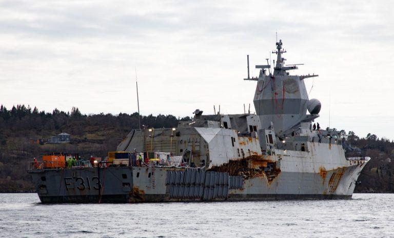 Μεγάλες οι ζημιές που έχει υποστεί το πολεμικό πλοίο Helge Ingstad