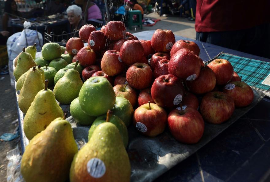 Αχλάδια και μήλα