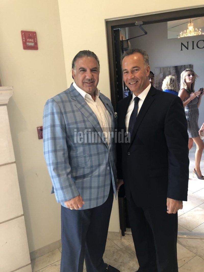 Ο γενικός πρόξενος στη Νέα Υόρκη Κωνσταντίνος Κούτρας με τον Τζων Κουδούνη