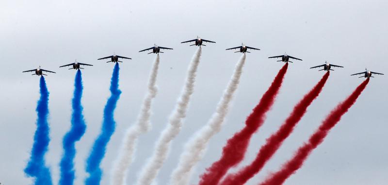 Εντυπωσιακές εικόνες στον γαλλικό ουρανό.
