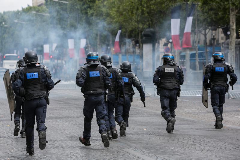 Χρήση δακρυγόνων από την αστυνομία ενάντια των διαδηλωτών / Φωτογραφία: AP