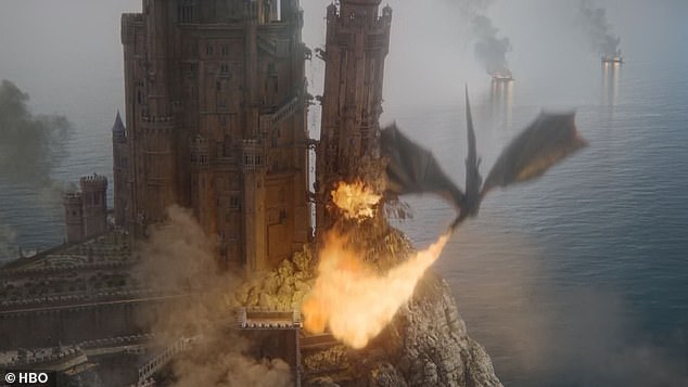 Ο δράκος της Νταινέρυς Ταργκάριεν πετά φωτιές