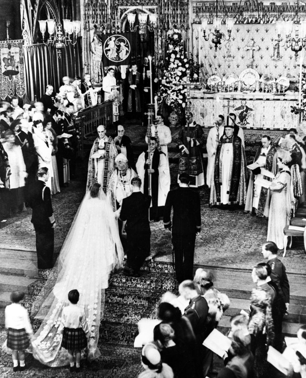 Εικόνα από τους γάμους της Βασίλισσας Ελισάβετ με τον πρίγκιπα Φίλιππο στο Αβαείο του Γουεστμίνιστερ σαν σήμερα πριν από 72 χρόνια