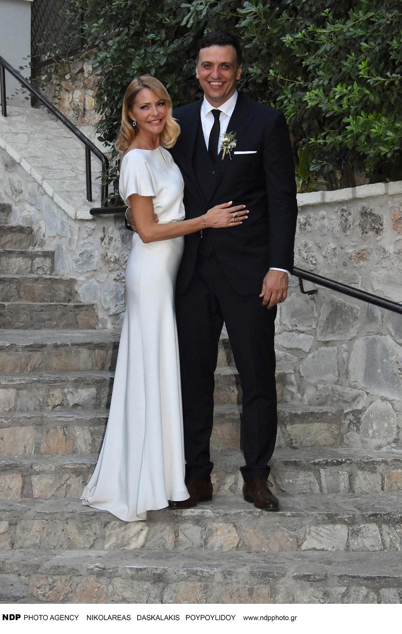 Η Τζένη Μπαλατσινού και ο Βασίλης Κικίλιας μετά από το γάμο τους / Φωτογραφία: NDP