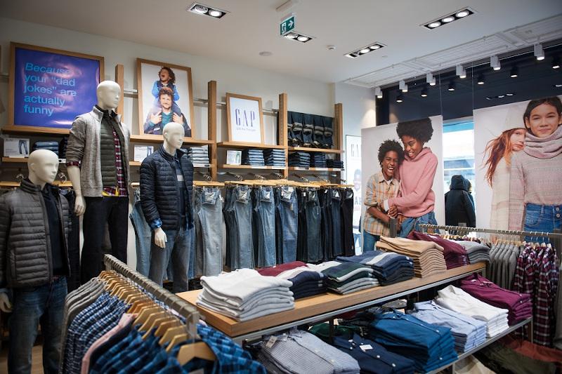 Τζιν και Khakis παντελόνια στην νέα ανδρική συλλογή