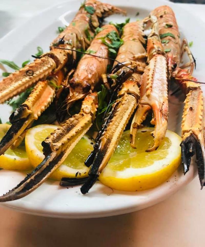 Ψητές γαρίδες στο πιάτο