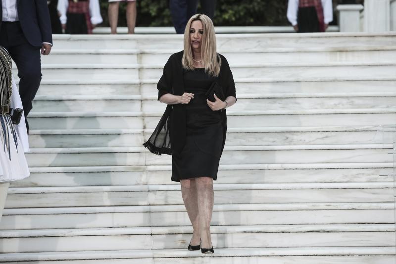 Η Φώφη Γεννηματά με μαύρο φόρεμα