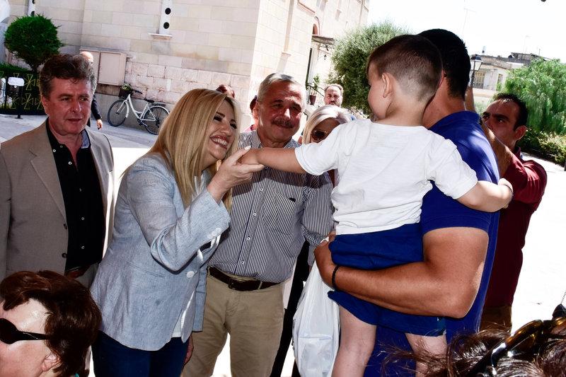 Η Φώφη Γεννηματά με παιδί