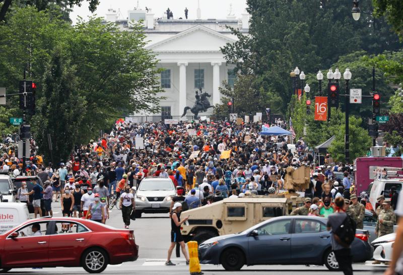 Διαδηλωτές κοντά στον Λευκό Οίκο