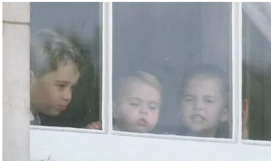 Τζορτζ, Λούις, Σάρλοτ στο παράθυρο του Μπάκιγχαμ Trooping the Colour 2019