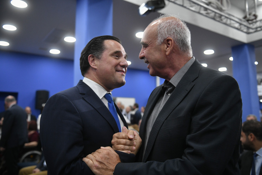 Ενθερμη χειραψία του Βαγγέλη Μεϊμαράκη με τον υπουργό Ανάπτυξης, Αδωνι Γεωργιάδη