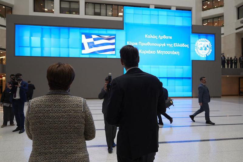 Τον πρωθυπουργό Κυριάκο Μητσοτάκη περίμενε η κα. Γκεοργκίεβα και ένα μήνυμα για το καλώς ήρθατε στα ελληνικά